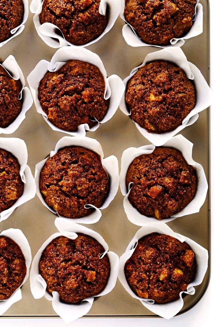 recette healthy de muffins aux pommes, flocons d'avoine et épices de tarte à la citrouille, recettes d'automne pour dessert à base de pommes
