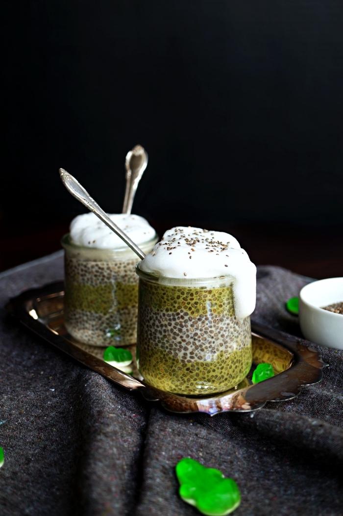 verrine d'halloween pudding au chia et au thé matcha, recettes rapides et faciles pour l'apéro d'halloween