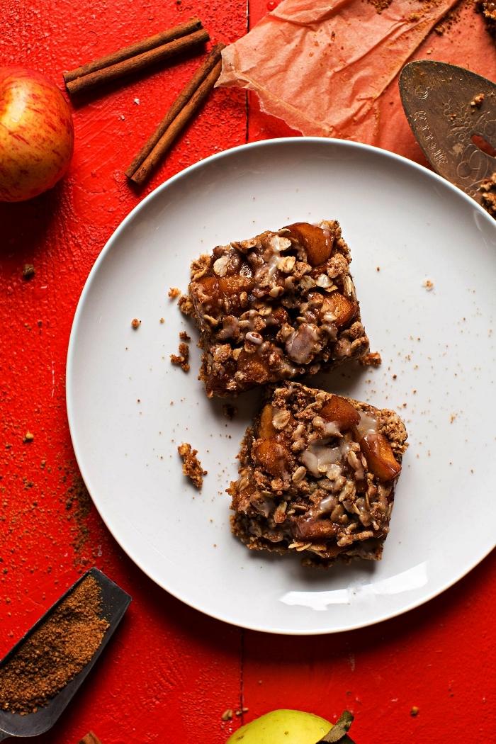 recette vegan de crumble aux pommes et à la cannelle, dessert healthy et vegan à base de pommes