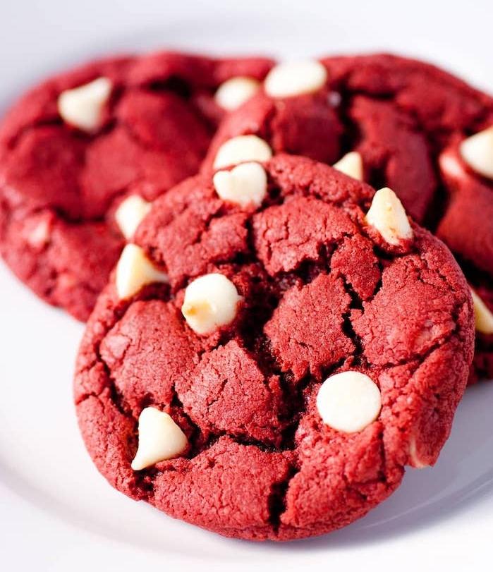 faire de cookies red velvet ou rouge velours, recette cookies chocolat blanc, dessert facile et rapide
