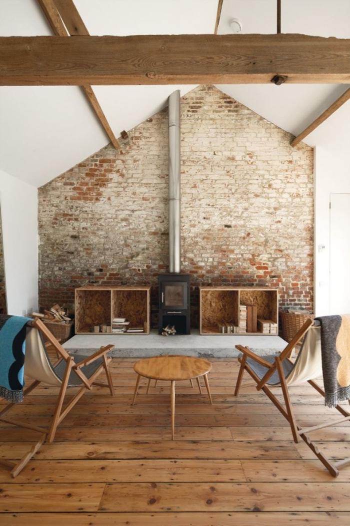 transformation grange en habitation, design salon rustique aux murs briques et bois, aménagement salon dans une grange