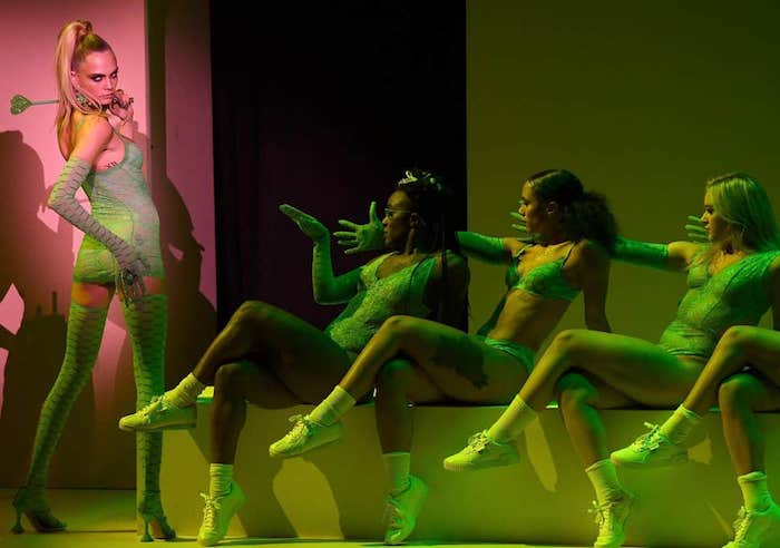 Cara Delevingne et Bella Hadid faisaient partie des mannequins invités par Rihanna pour son défile Savage X Fenty à la Fashion Week de New-York
