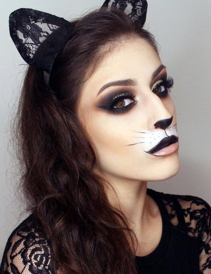 exemple comment se maquiller pour Halloween dernière minute, maquillage chat halloween avec eyeliner noir