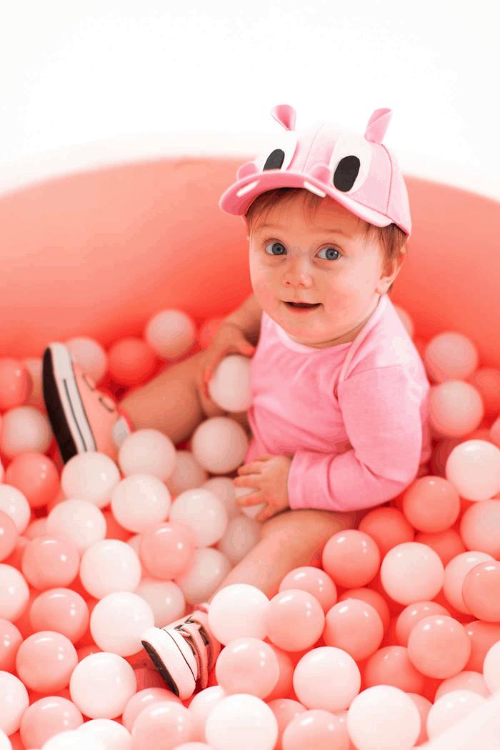 Hippo adorable deguisement disney, deguisement animal rose, piscine pleine de bulbes