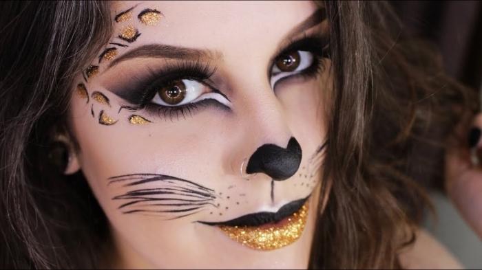 makeup chat féroce avec dessins moustaches en eyeliner noir, idée maquillage motifs léopard sur visage avec fards à paupières dorés