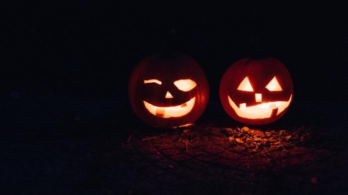 diy lanternes sculptées pour la fête de Halloween, idée activité manuelle facile, image halloween avec citrouilles Halloween