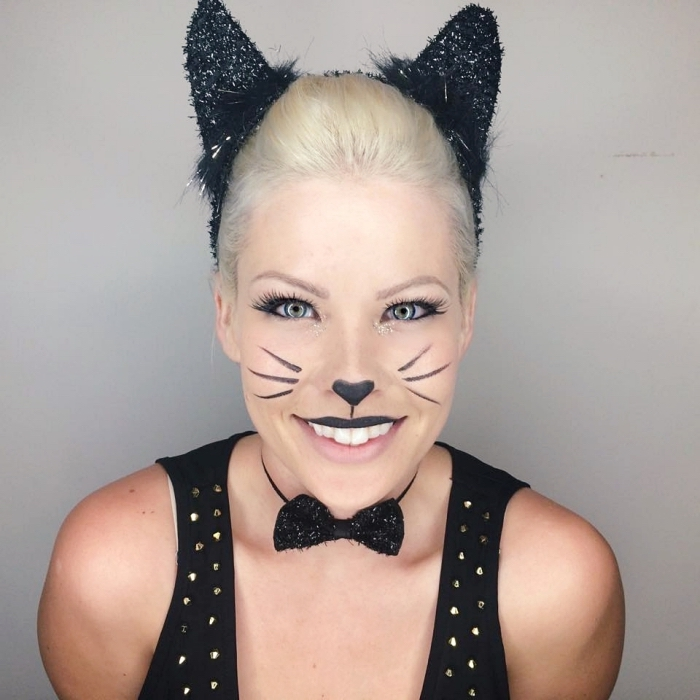 exemple de maquillage chat halloween facile à faire, idée makeup avec eyeliner en forme moustaches et nez chat