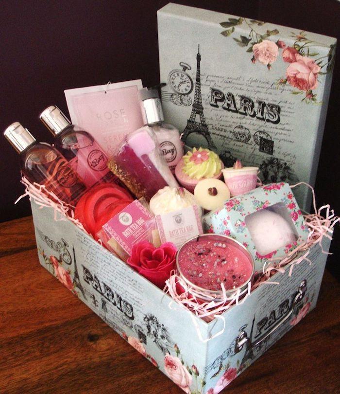 Box cadeau couple, coffret cadeau couple joliment emballé en boite paris, que mettre dans un coffret spa