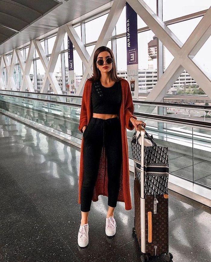 Tenue pour prendre l'avion, confortable pantalon fluide femme habillé, pantalon chino femme moderne