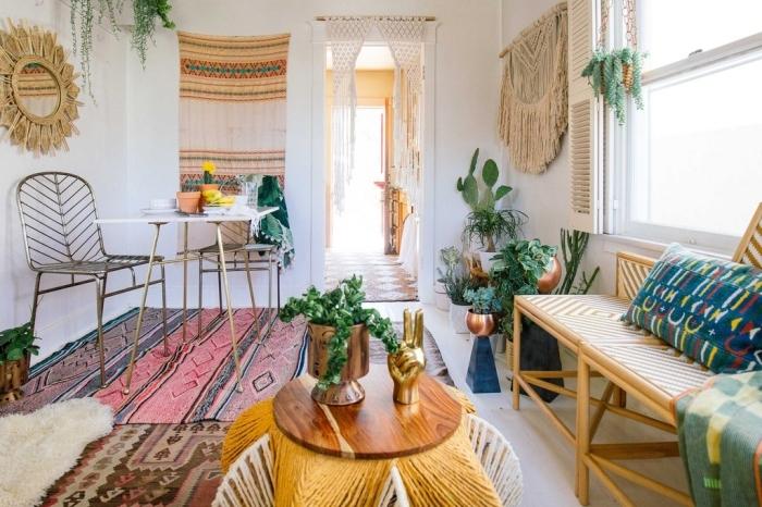style déco jungalow avec objets ethniques et accessoires fait main, deco fait maison, modèle miroir rond soleil