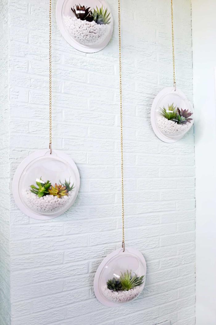 comment réaliser un terrarium suspendu facile, tutoriel création de décoration murale avec galets et mini plantes
