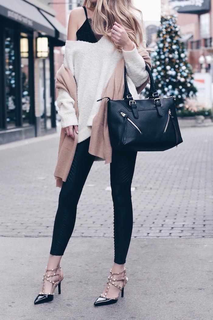 Pull et pantalon slim noir, idée confortable ensemble femme décontractée chic, pantalon chino femme