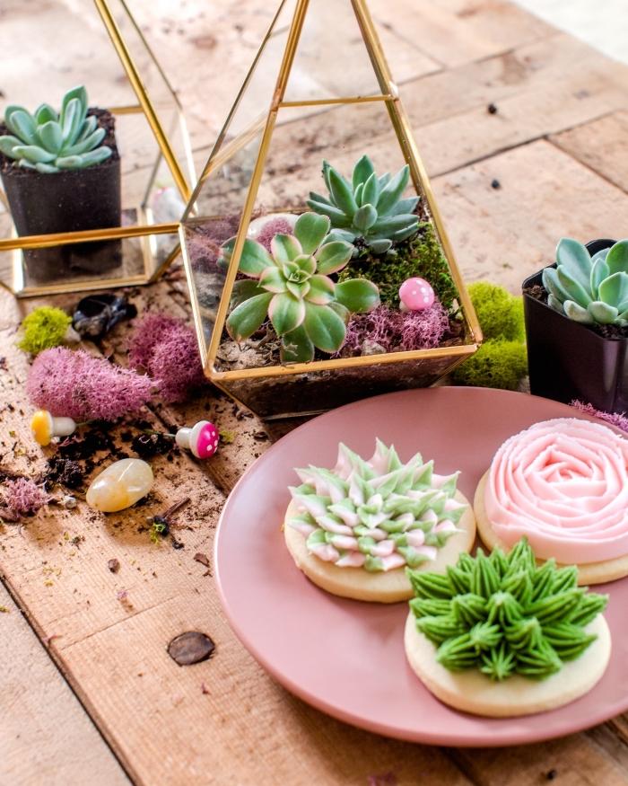 diy plante terrarium dans récipient en verre et métal en forme pyramide, réaliser un terrarium ouvert pour succulentes