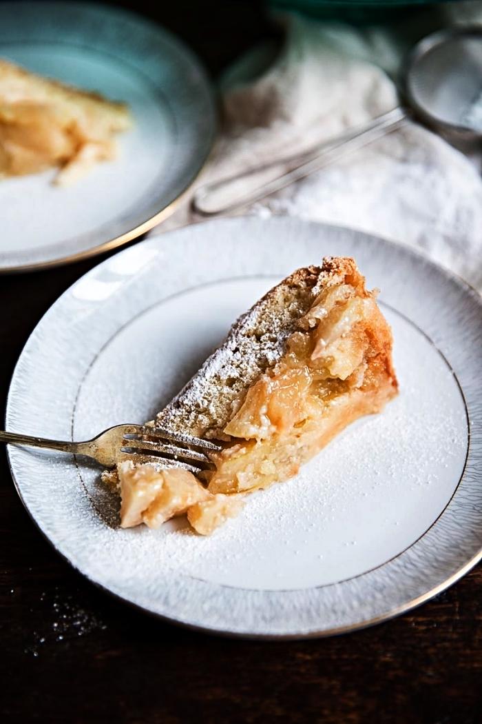 gâteau russe aux pommes, recette de sharlotka aux pommes, gâteau au coeur moelleux à base de pommes