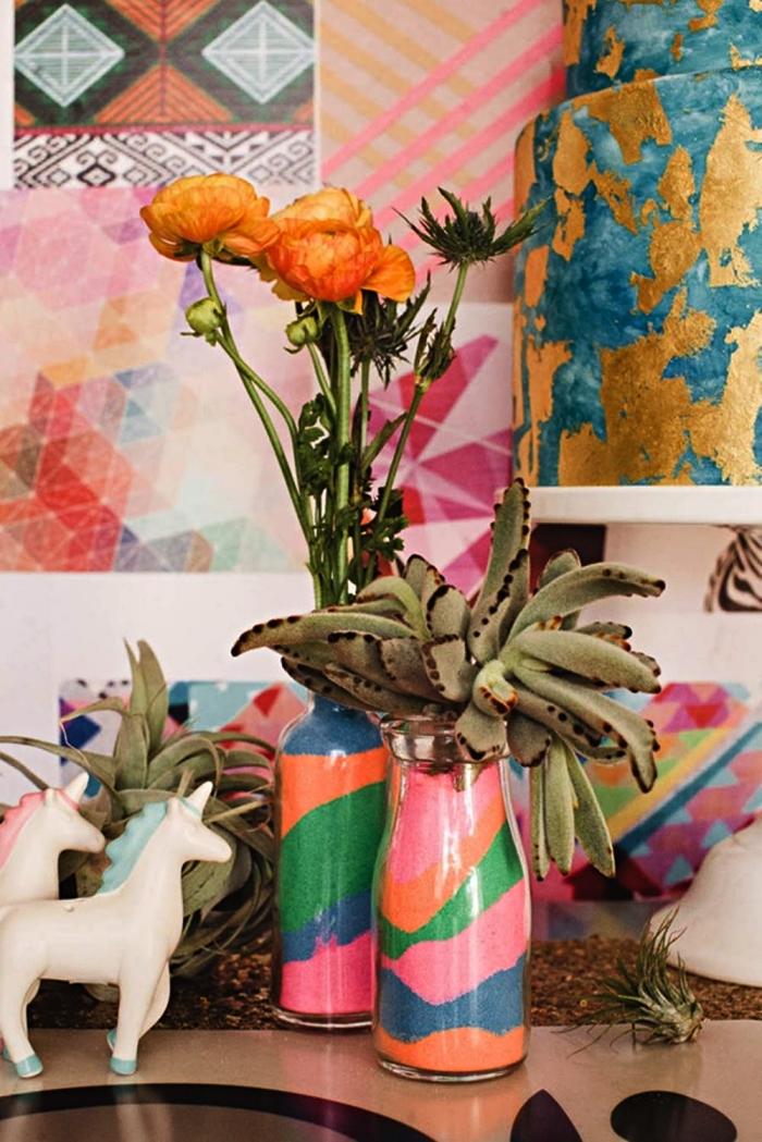 décoration avec du sable de couleur pour vase, idée déco avec des vases remplis de couches de sables colorés