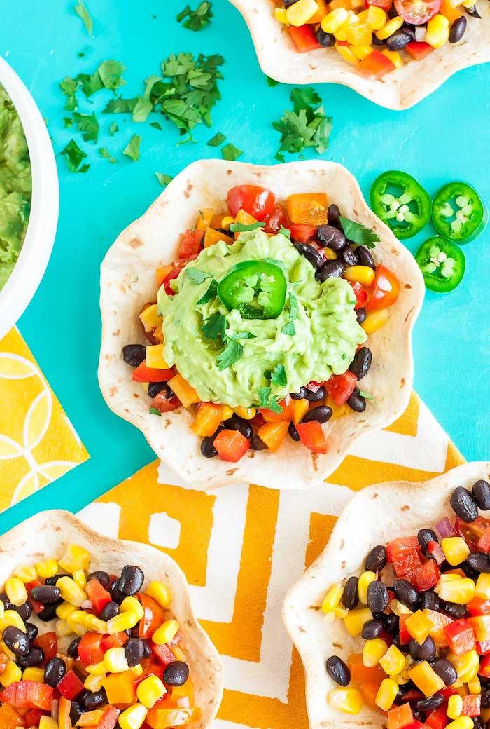 tacos végétariens au guacamole maison et aux légumes frais, recette vegan de tacos mexicains