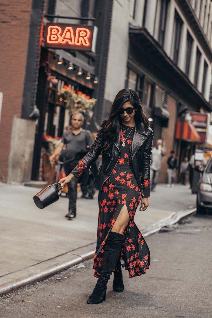 Femme robe longue fendue à fleurs rouges, noire robe longue boheme et veste cuir noir, comment être bien habillée en automne-hiver 2019-2020