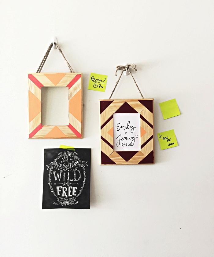 deco cadre photo en bois à motifs géométriques réalisés avec de la peinture, cadre photo en bois à suspendre au mur