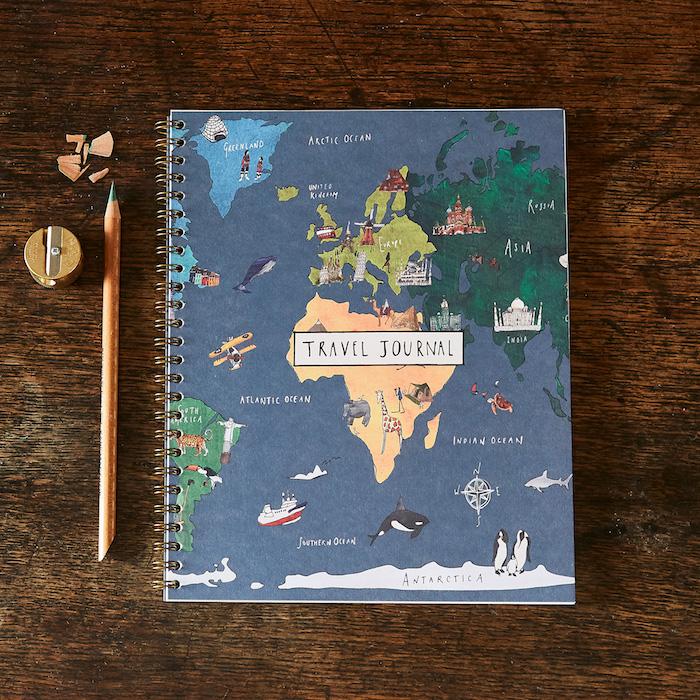 Journal de voyage à faire pour sa meilleure amie, idée cadeau de voyage pour soi et sa meilleure amie, dessins à faire sur la couverture