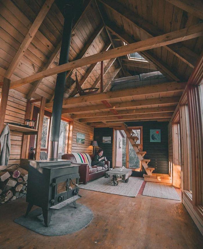 Canapé cuir brune, chaleur deco montagne rustique chambre, déco chalet en bois dans la montagne