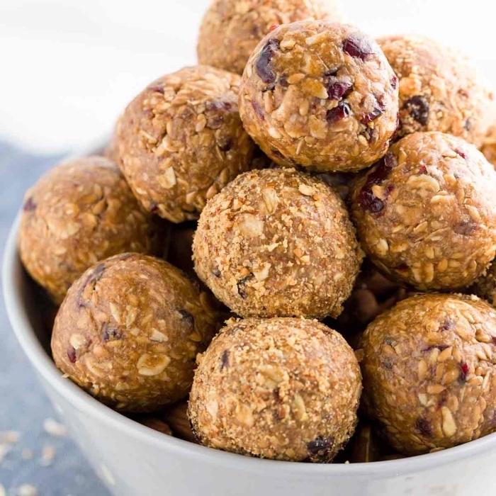 idee de dessert sans gluten aux noix, flacons d avoine, canneberges, recette cetogene facile et rapide pour collation équilibré