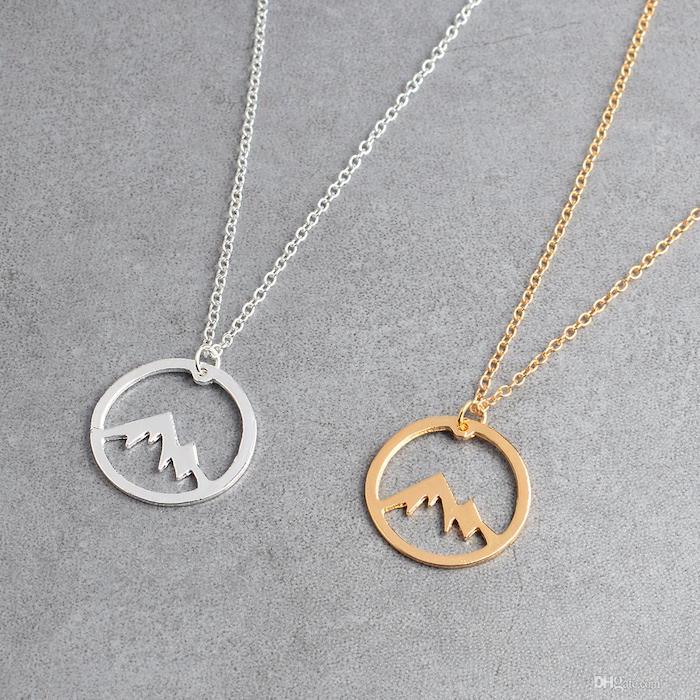 Montagne dans cercle en or ou argent bijou pendant, accessoire montagne idée cadeau utile, cadeau de voyage, cadeau chic a offrir