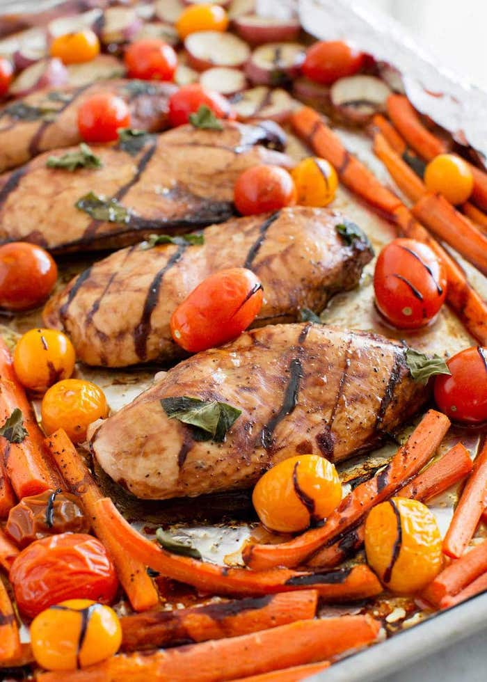 idée de recette facile pour le soir blanc de poulet au vinaigred e balsamic, basilic, carottes et tomates cuites au four