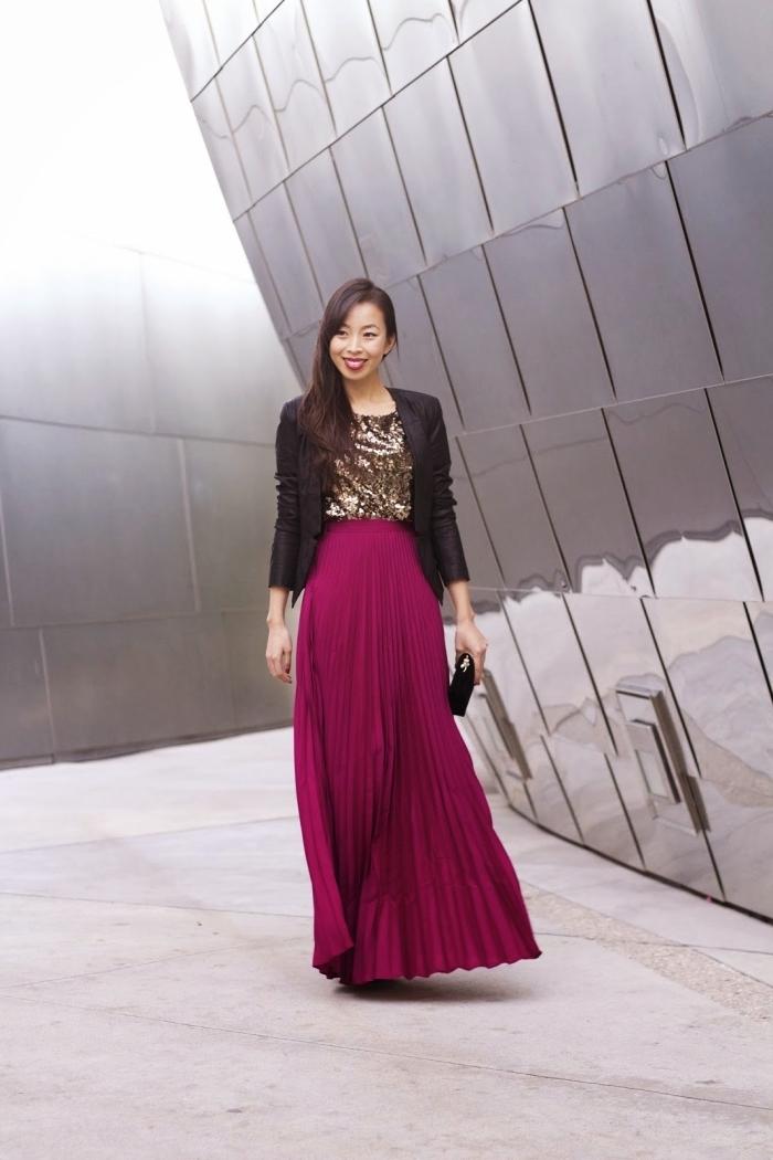 idée tenue de soirée femme élégante, look soirée chic en jupe taille haute bordeaux avec top glitter doré et blazer noir