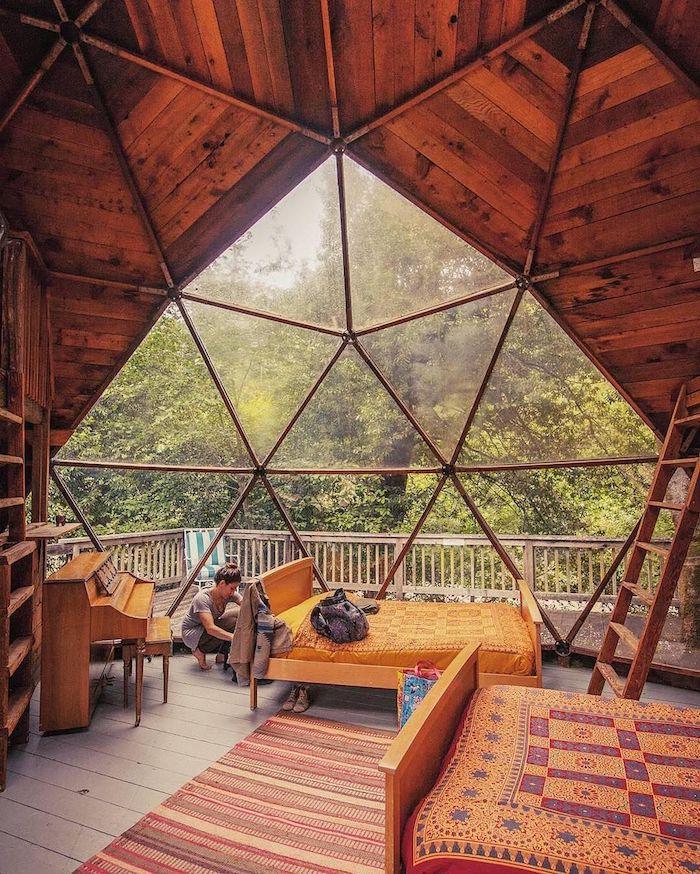 Décoration chalet montagne, chambre hexagone bois, cuisine rustique, deco chalet montagne bois et lumières