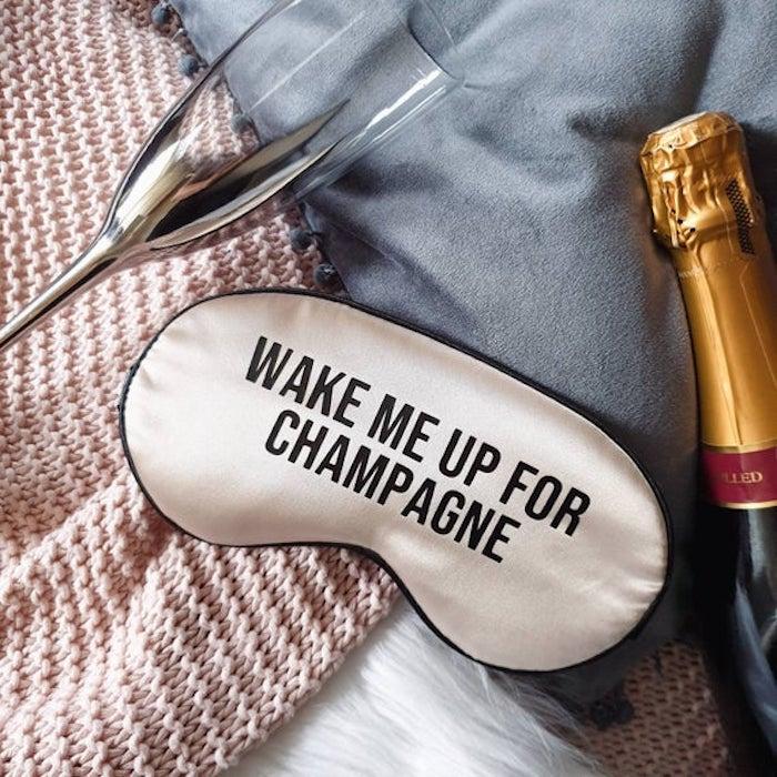Me réveiller pour le champagne, idee cadeau original pour ceux qui aiment voyager, cadeau de voyage pour dormir mieux
