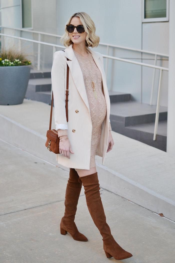 comment bien s'habiller quand on est enceinte, idée look femme grossesse automnal en robe maternité beige