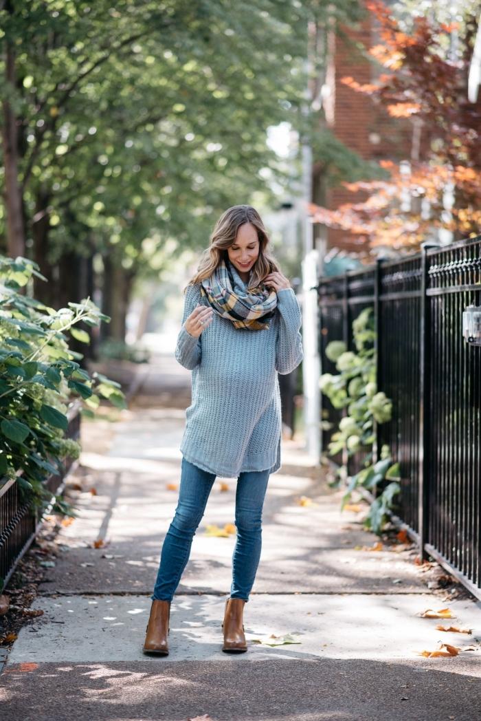 accessoires tendance mode femme automne hiver 2019, exemple de jean grossesse combiné avec pull-over gris