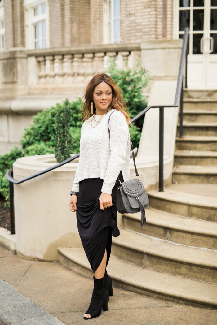 idée tenue chic femme automne-hiver, look femme stylé en blanc et noir, mode femme classe en jupe longue avec pull