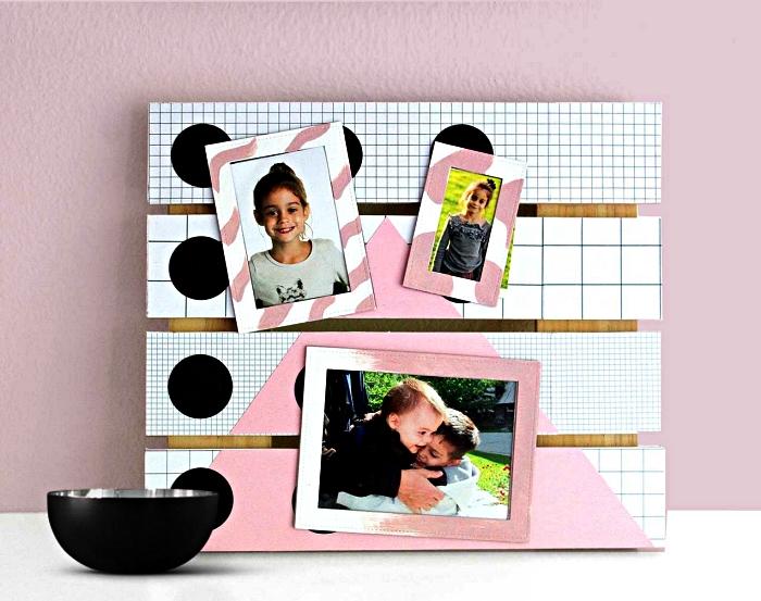 support photo en palette récup peint en rose et blanc à motifs graphiques, déco récup avec palette