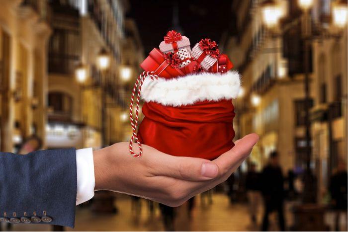 cadeau de noel en rouge et blanc