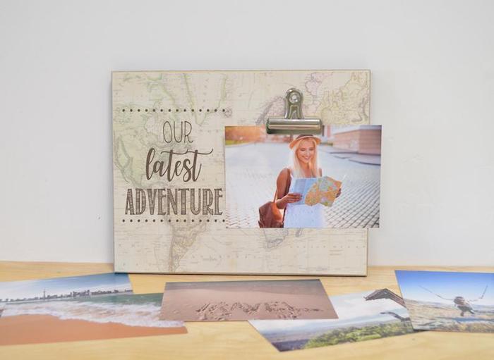 Tableau romantique avec la dernière aventure que vous avez eu ensemble, idée cadeau personnalisé pour couple, idée cadeau voyage diy plan du monde tableau et photo