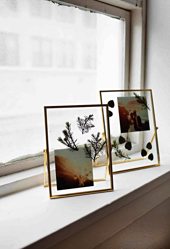 cadre photo herbier en verre et en métal, jolis tirages et feuilles séchées exposés affichés dans un cadre en verre
