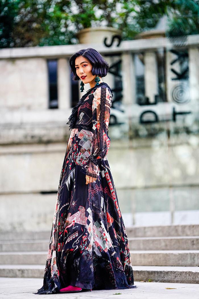 Femme stylée à la semaine de la mode Paris, robe longue fluide, tendance hiver 2020, tenue femme à la mode