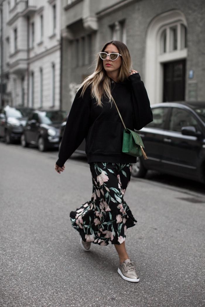 comment porter un pull-over avec jupe hiver fluide, idée tenue casual chic femme automne-hiver 2019-2020, tendances lunettes de soleil femme