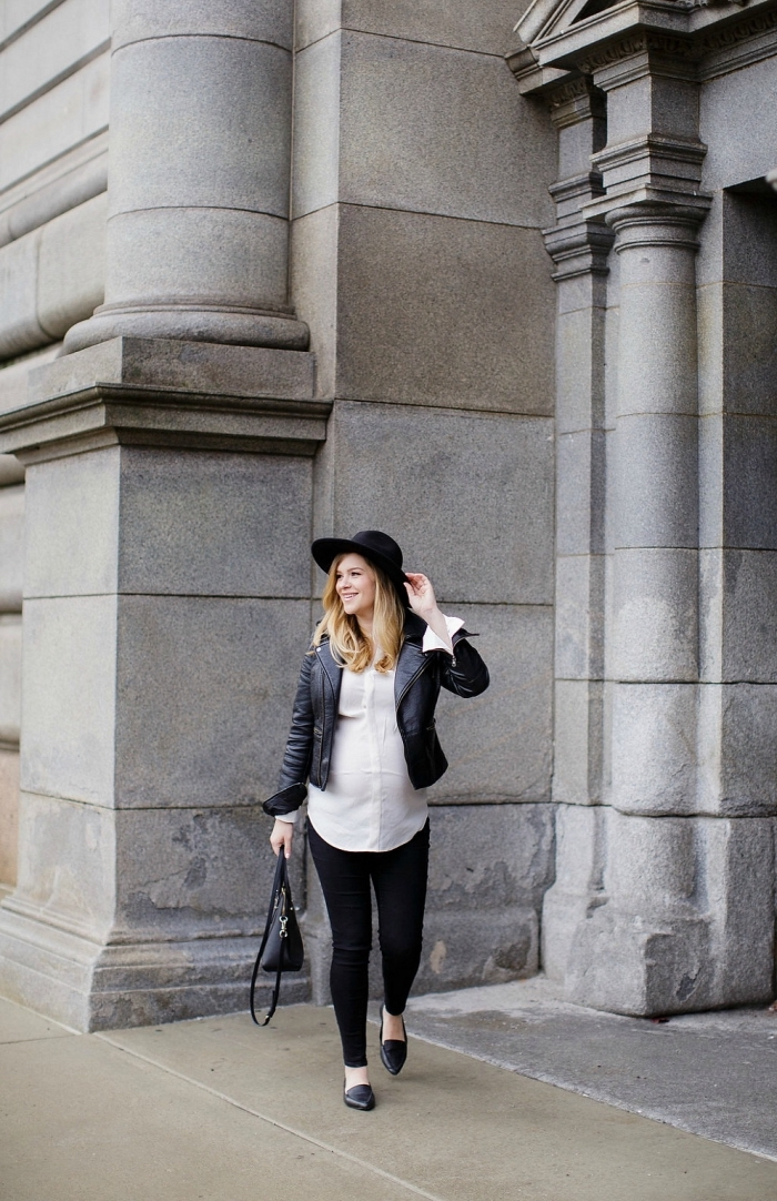 idée vetement femme enceinte, tenue grossesse en blanc et noir, look femme stylé en pantalon slim noir et veste cuir noir