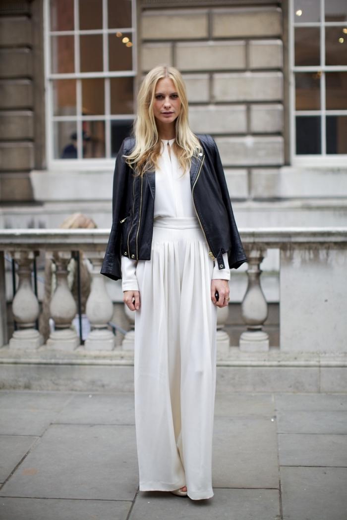 idée tenue classe femme en blanc et noir, mode femme hiver, modèle de jupe blanche taille haute avec veste simili cuir