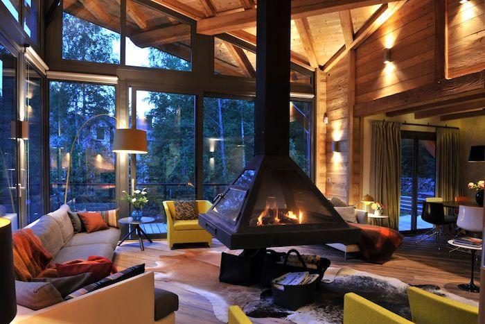Cheminée à foyer fermé, decoration montagne, petit chalet en bois, chouette déco