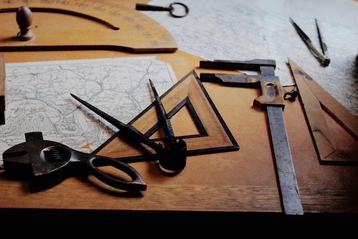 Projet rénovation maison, photo de différents instruments, rénover votre maison