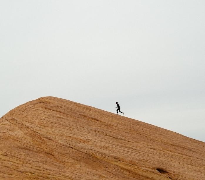 Homme cours vers un somment, comment savoir où on veut aller, mieux gérer son temps