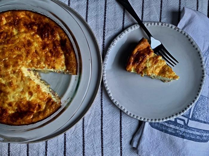 recette de quiche lorraine sans pate facile et rapide, recette de frittata de base pour le petit-déjeuner ou le déjeuner
