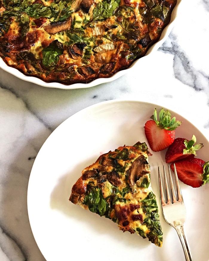 comment faire une tarte sans pate, recette de quiche lorraine allégée sans pâte, aux champignons et épinard