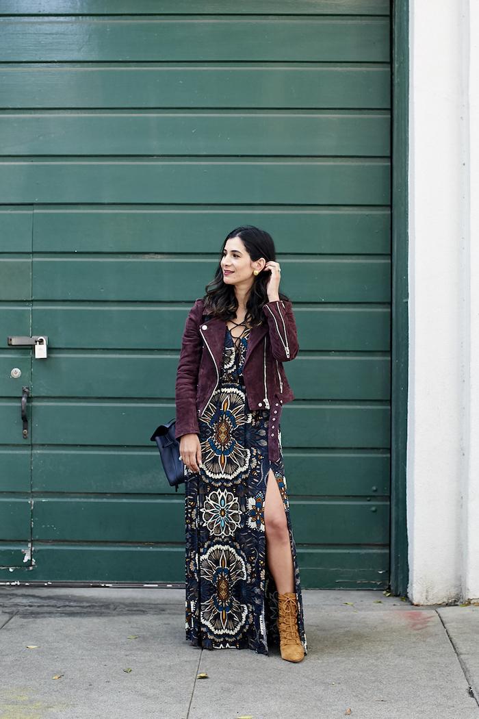 Robe longue fendue style bohème chic, comment porter une robe d'été en hiver, association robe longue veste cuir ou velours