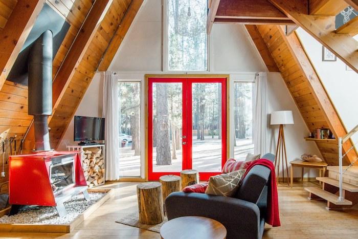 Blanc et bois déco avec détails rouges, cuisine rustique, decoration en bois, magique deco rustique, moderne salon chalet