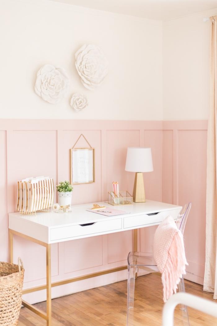 comment aménager un bureau à domicile moderne dans une chambre fille, décoration chambre femme en rose pale et blanc