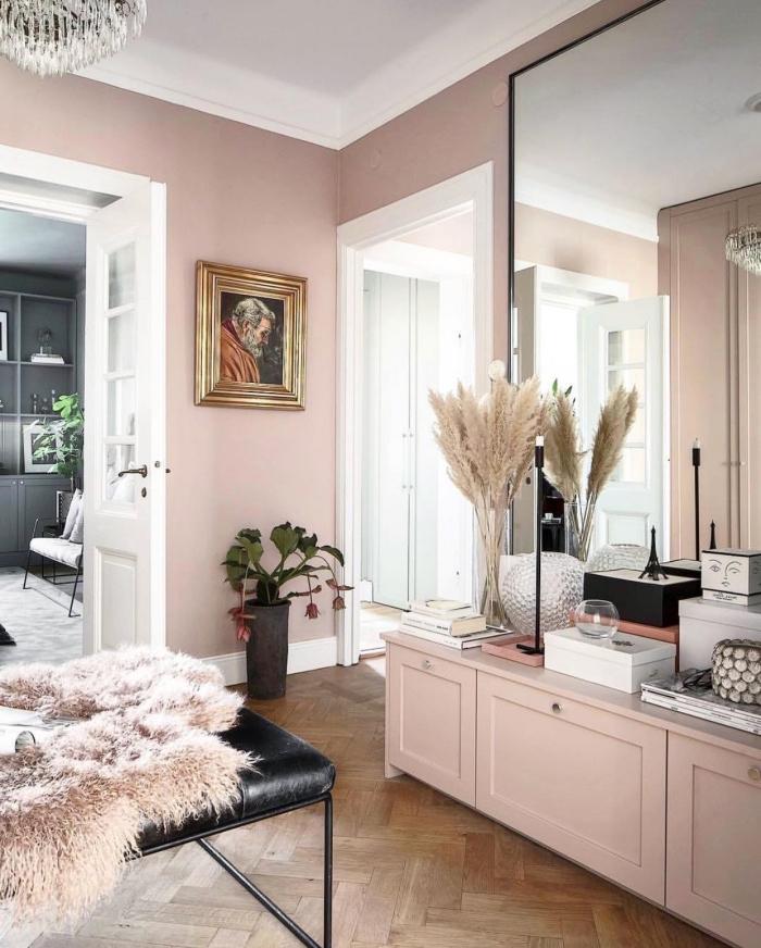 comment aménager une chambre femme, quelle couleur de peinture murale pour chambre femme moderne, chambre de couleur rose pastel